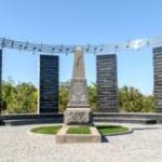 [:uk]Могила композитора у с. Марківка Теплицького району, де нині встановлено пам'ятний знак всесвітньо відомому «Щедрику»[:]